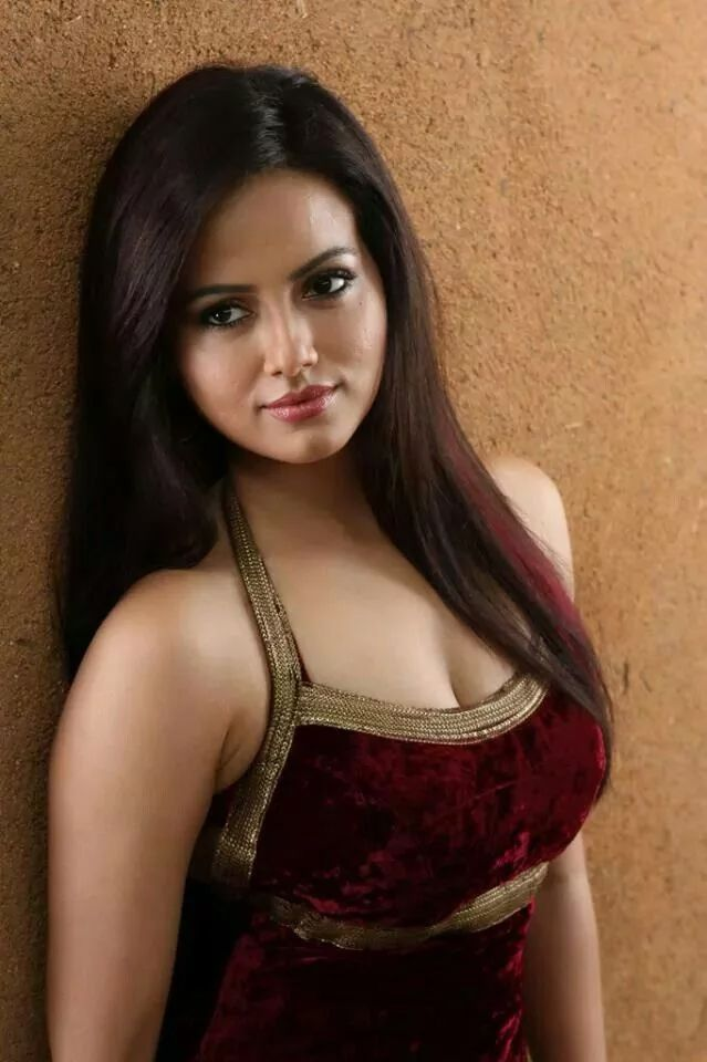 hot sana khan wallpapers beautiful hot gorgeous sexy sana khan 639x960