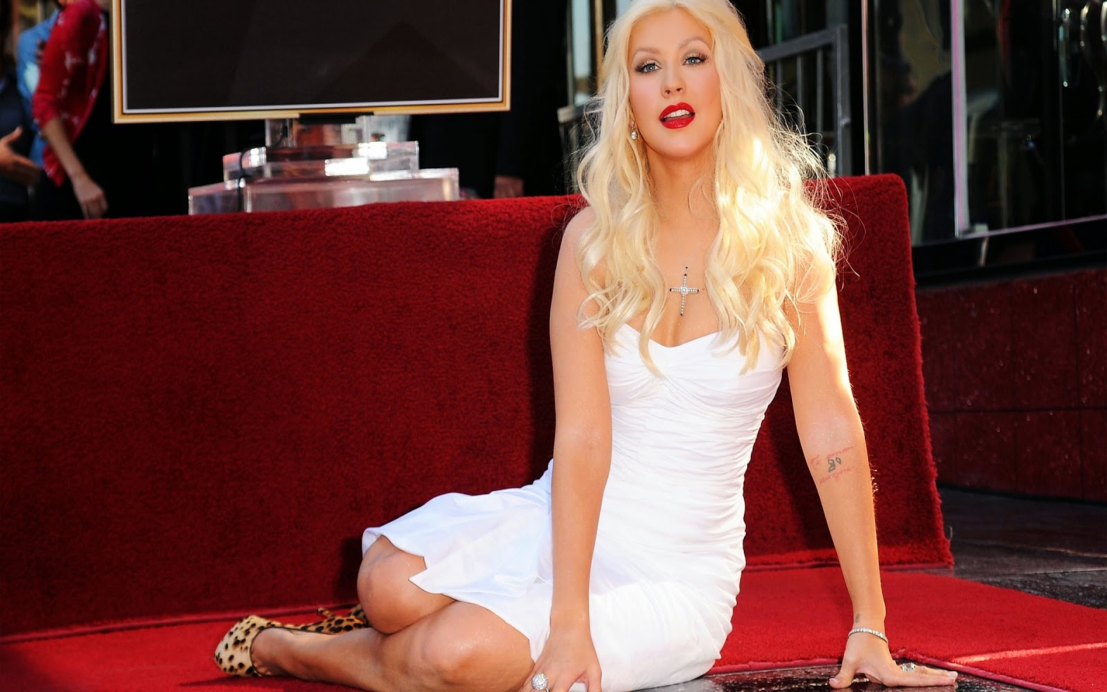 actress wallpapers tags christina aguilera hd wallpapers christina 1600x1000