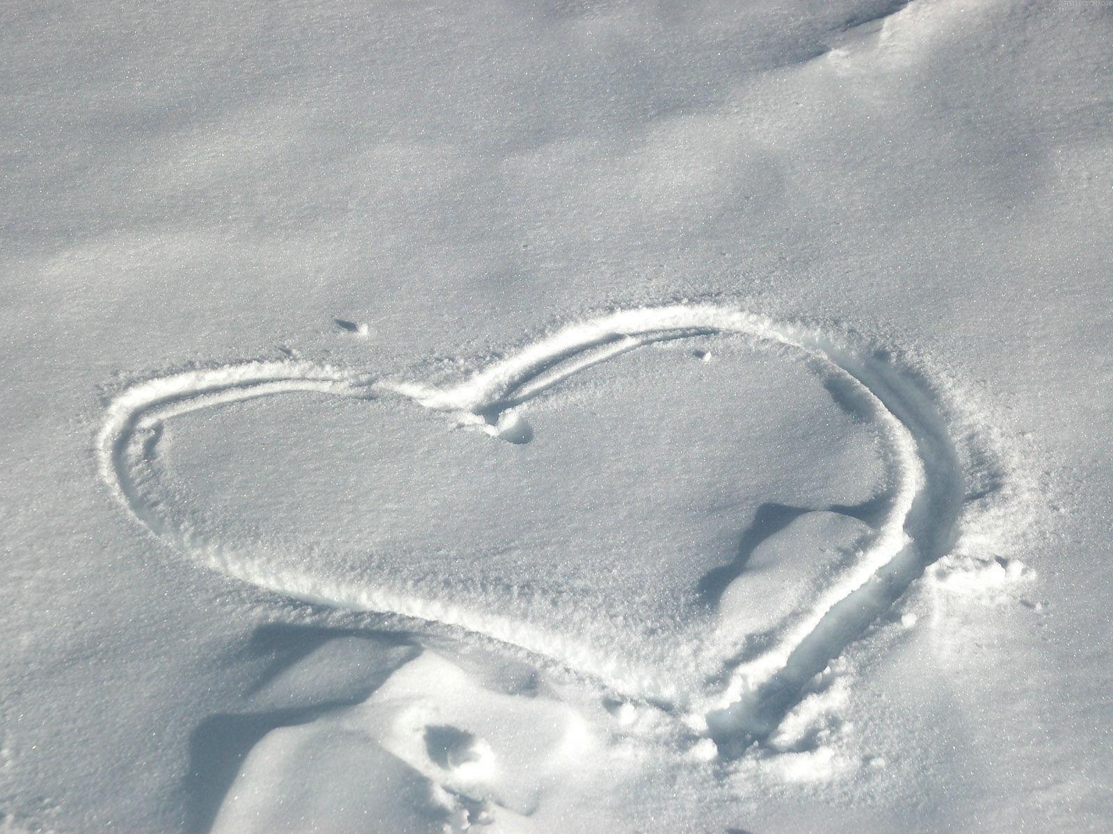 Hd 1600x1200 Heart On Snow Desktop Wallpapers Backgrounds 1600x1200