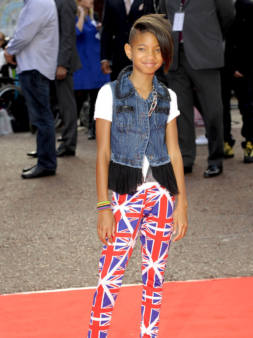 To download the Willow Smith   Wallpaper Gallery just Right Click on 968x1290