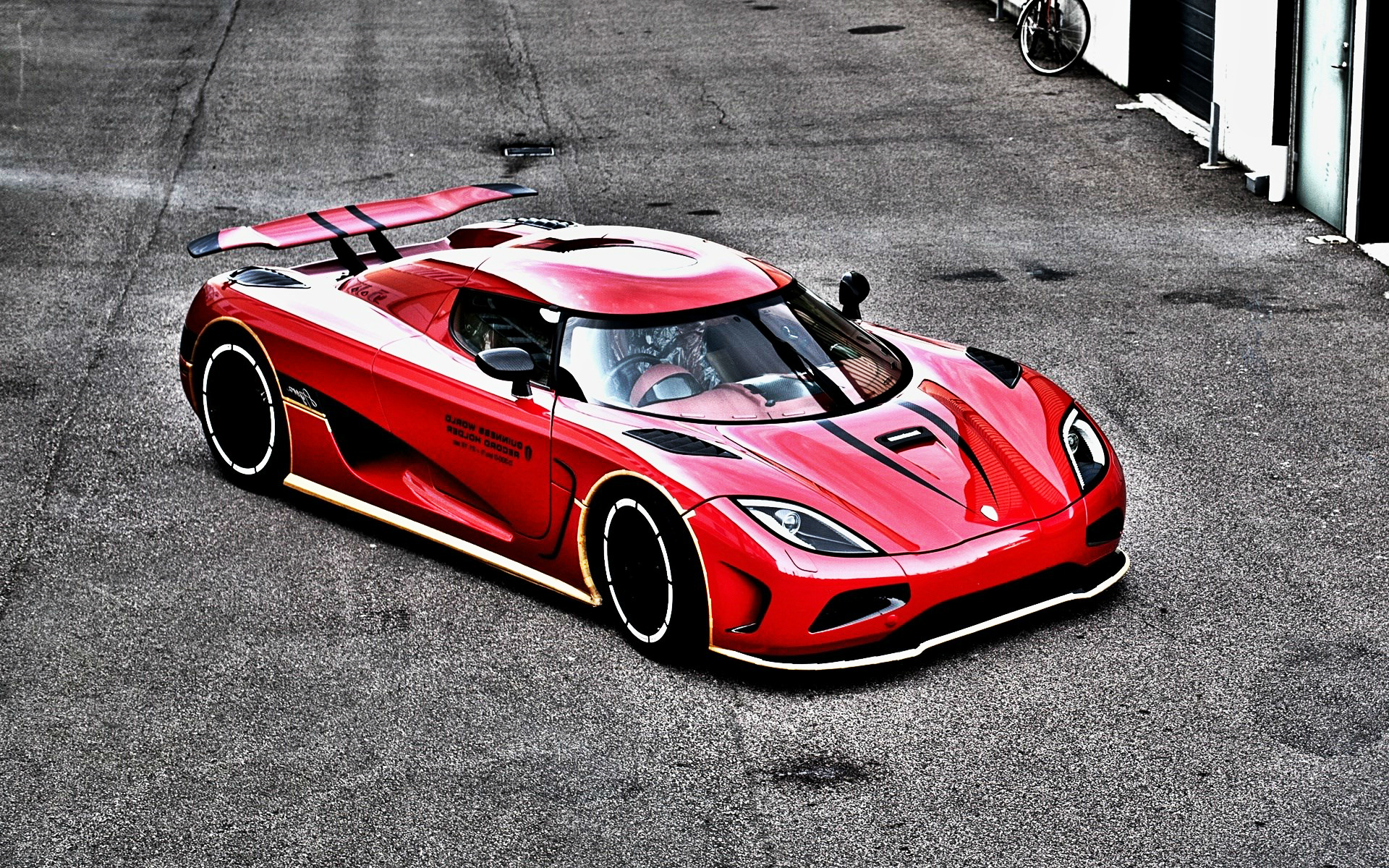 koenigsegg car bike hd wallpaper 1920x1200