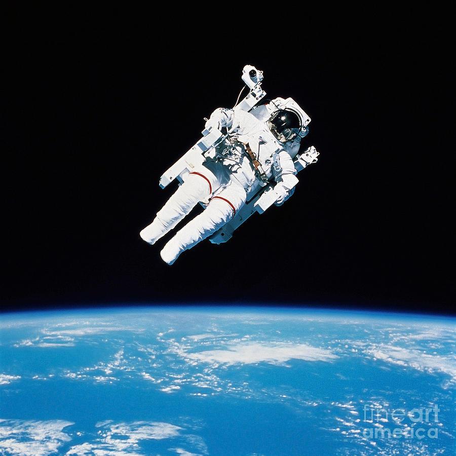 Astronauts In Space Wallpaper