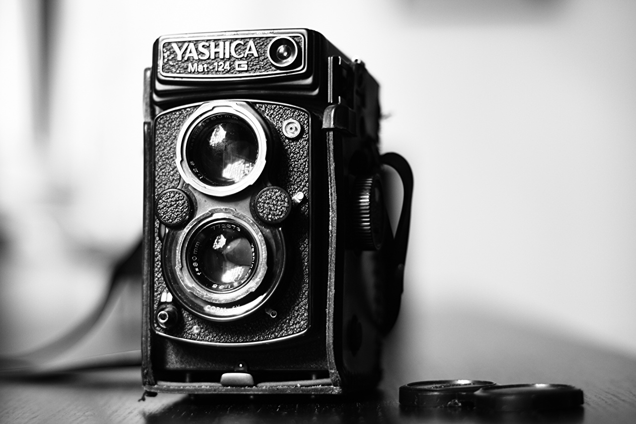 Photo Camera Yashica MAT 124G antique Closeup 1280x853