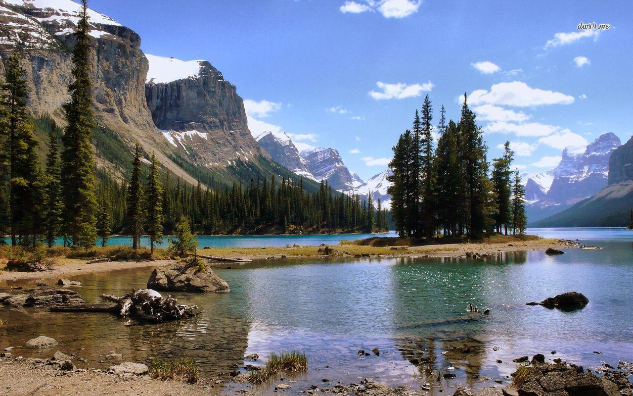 Озеро на горе  № 2948744 бесплатно