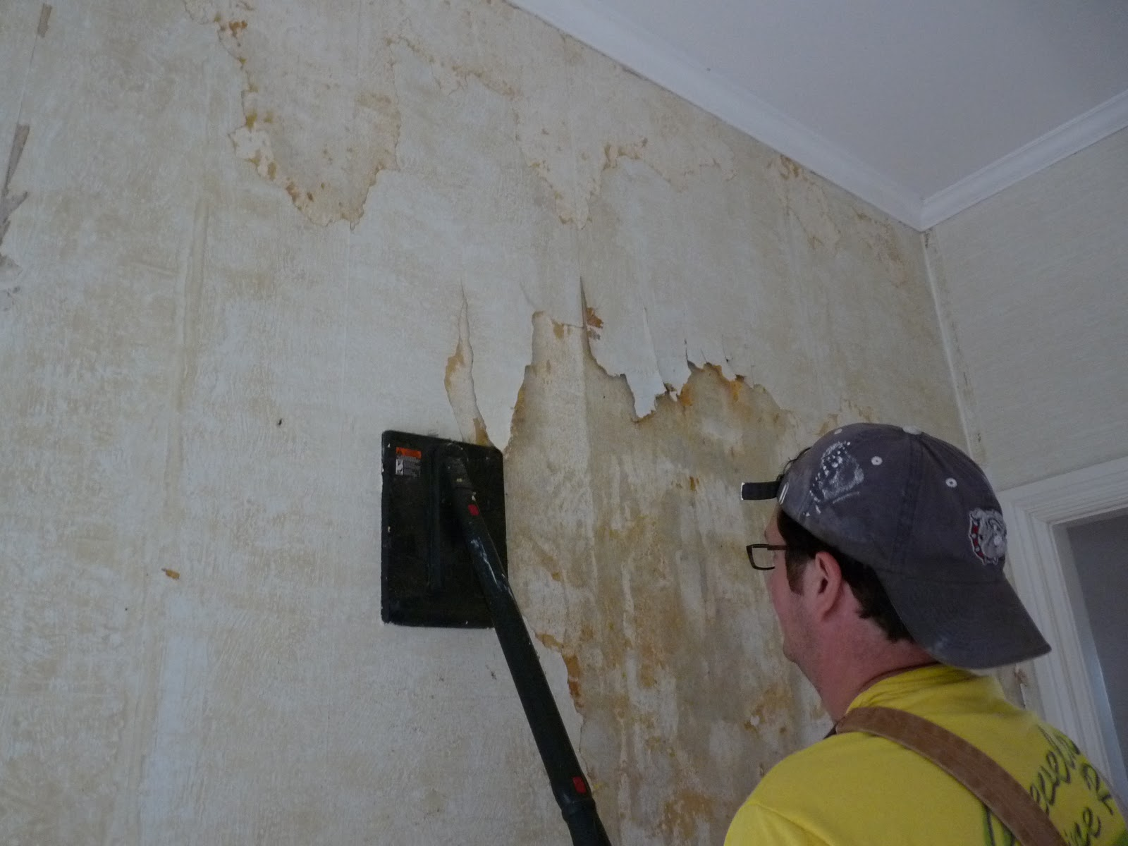 layer of painted over wallpaper underneath the vinyl wallpaper 1600x1200