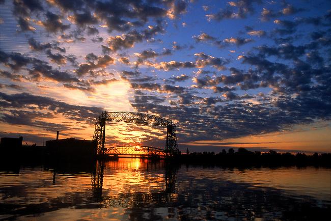 Pin Bridge Sunrise Beautiful Blue Sky Cliff Natural Stones on 650x434