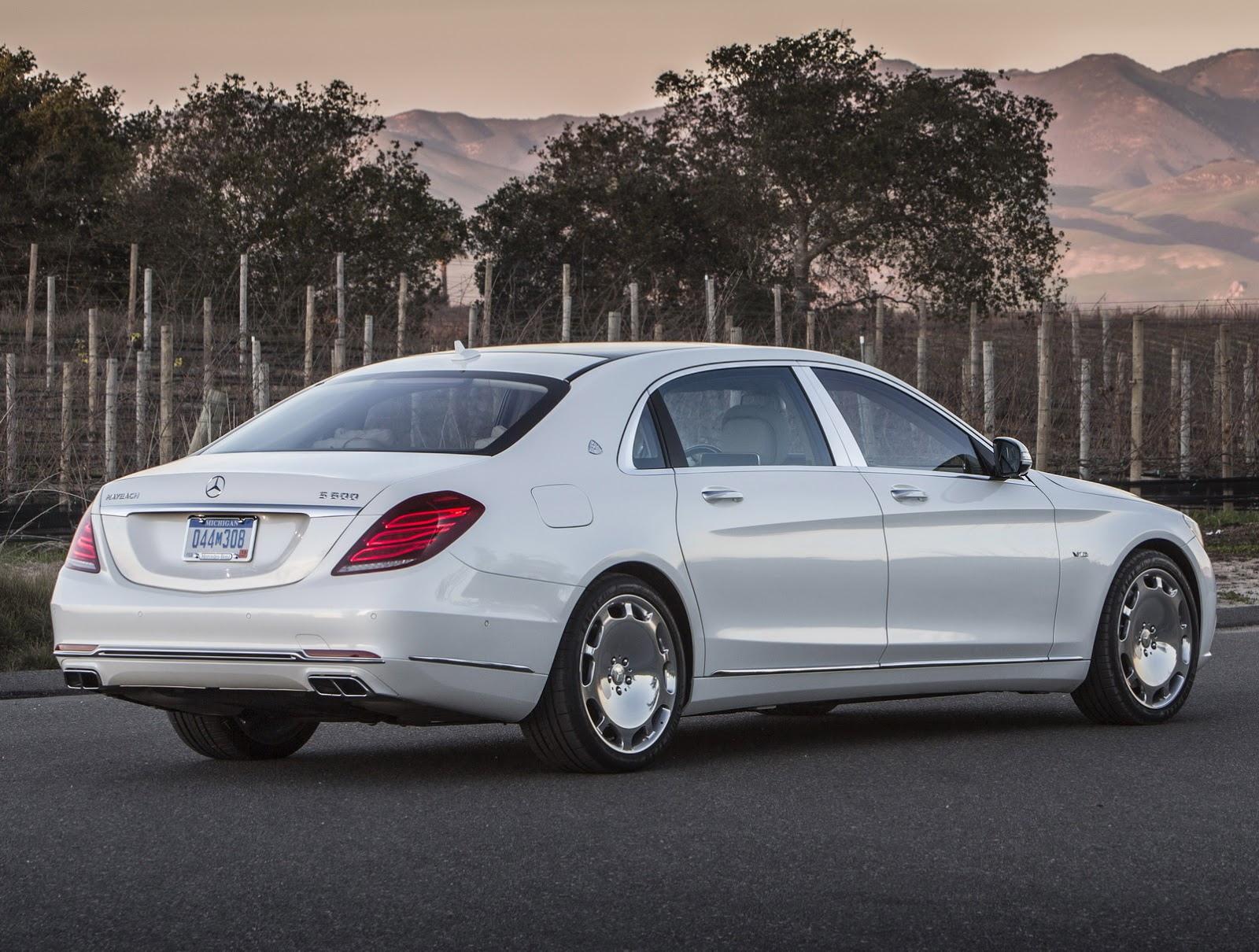 Mercedes Maybach S600 HD wallpapers download 1600x1210