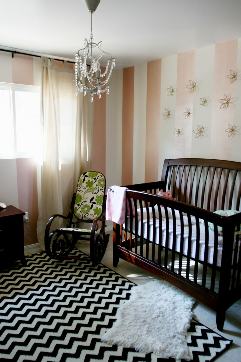Calming Baby Girl Room With Stripe Wallpaper Pretty Wall Arts 800x1200
