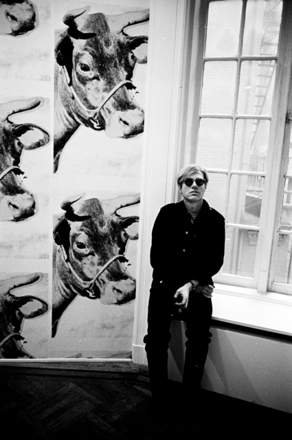 Steve Schapiro Andy Warhol cow wallpaper New York 1966 425x640