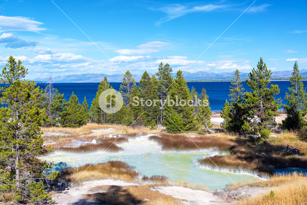 Landscape view of the West Thumb Geyser Basin with Yellowstone 1000x668