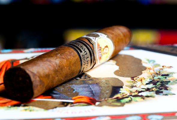 Wallpaper smoke cigar tobacco cuba luxury desktop wallpaper 590x400