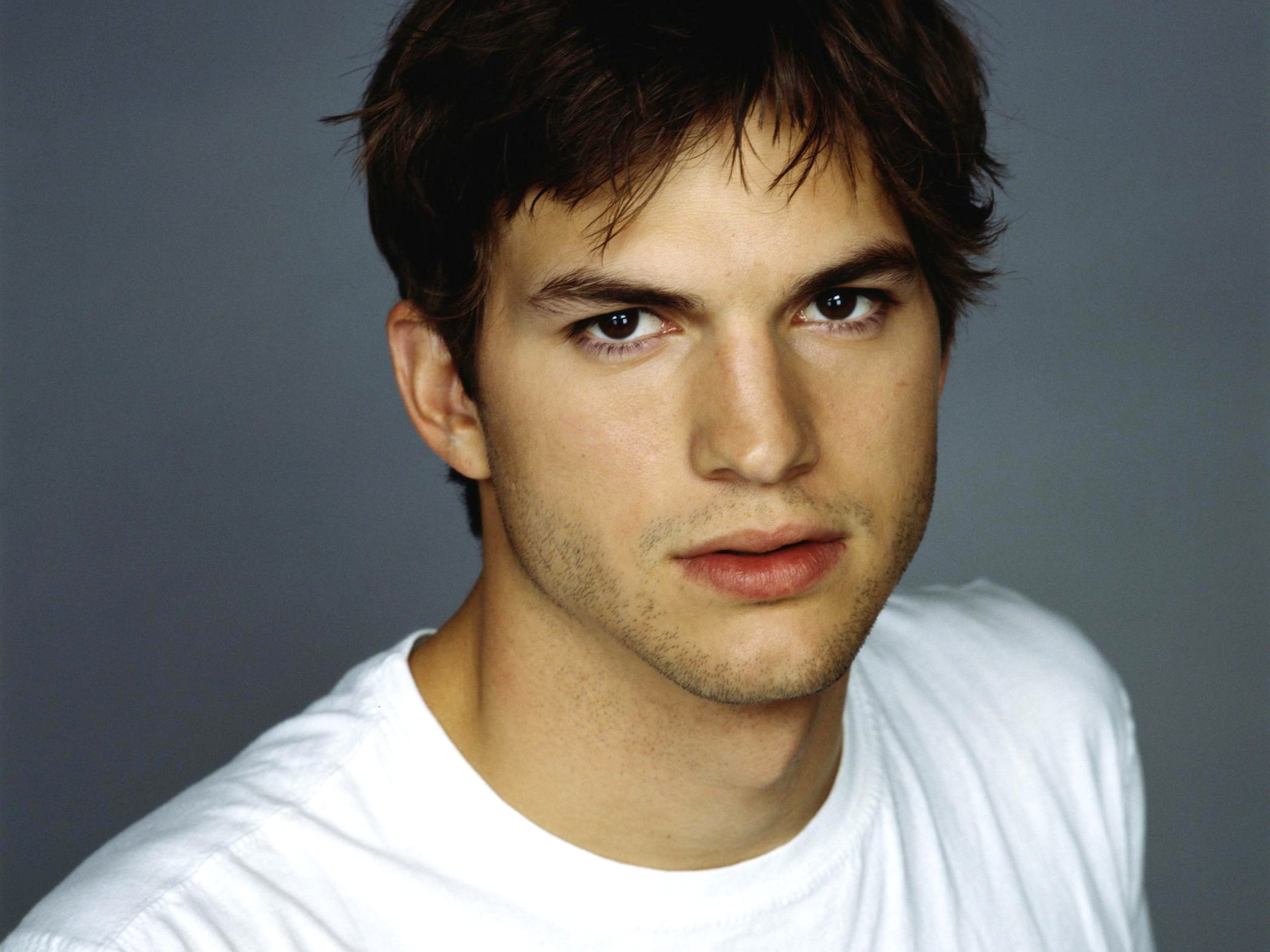 41 Ashton Kutcher HD Wallpapers Background Images 2560x1920