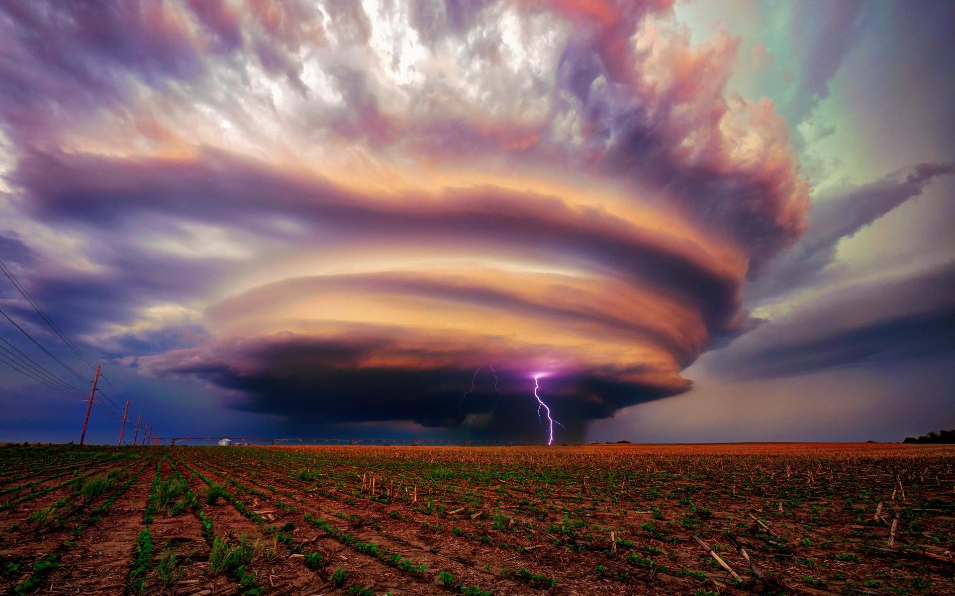 Tornado and Lightning   Nexus Wallpaper 1920x1200