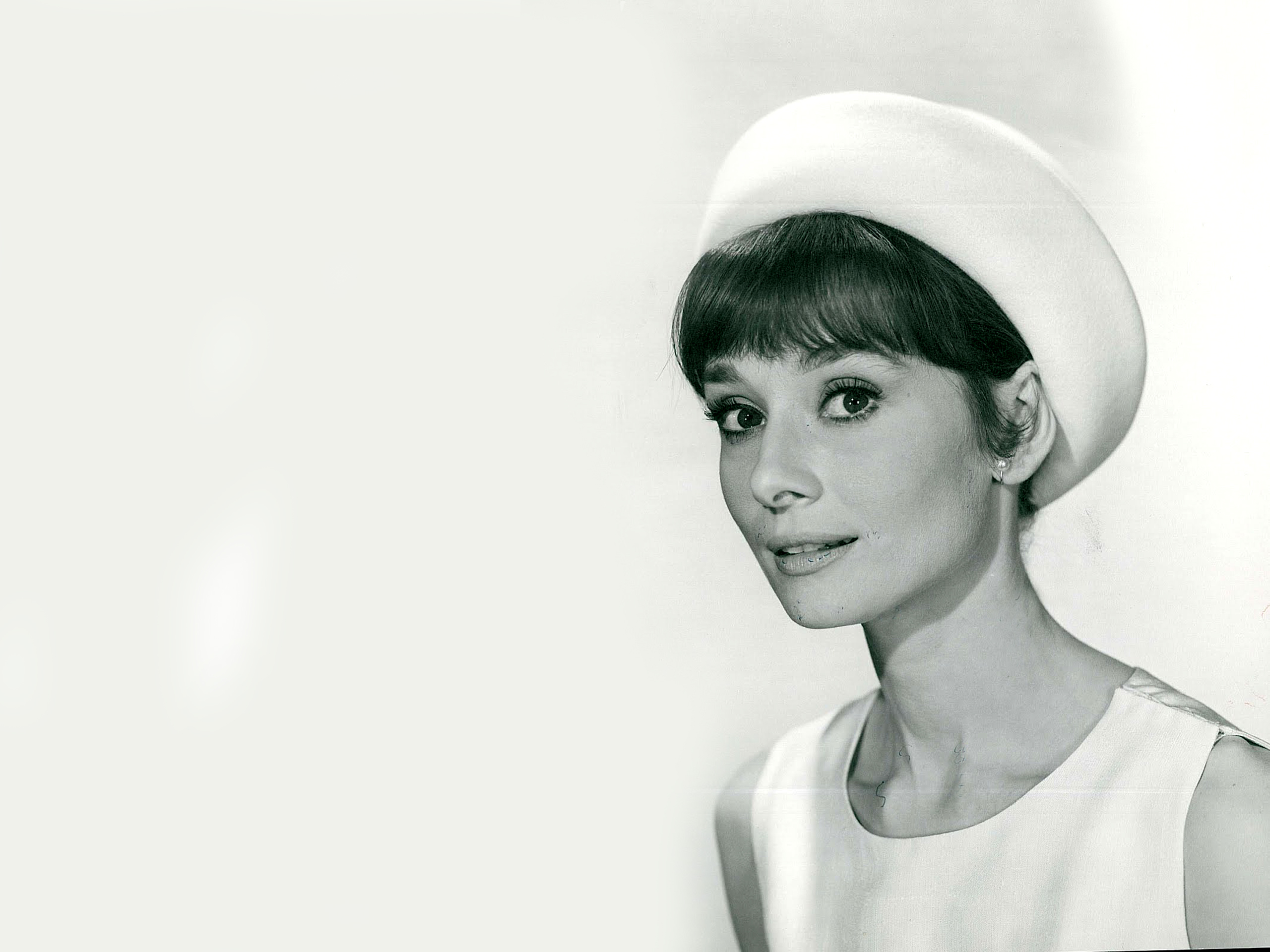 Audrey Hepburn Wallpapers 2560x1920 2560x1920