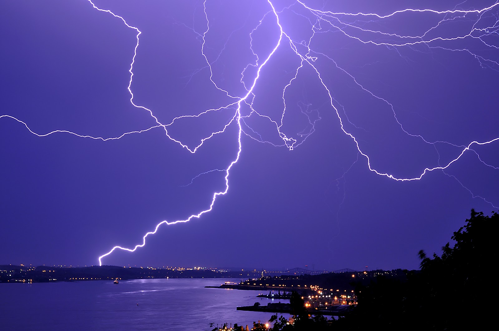 Wallpapers   HD Desktop Wallpapers Online Lightning Strikes 1600x1063