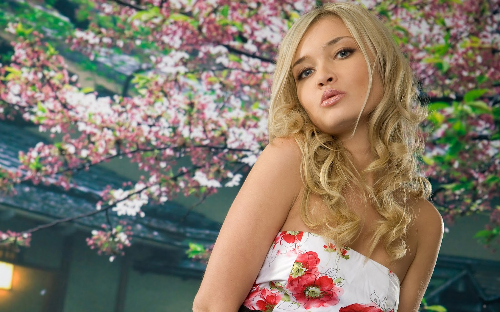 HD Wallpapers Christina Applegate HD Wallpapers 1600x1000