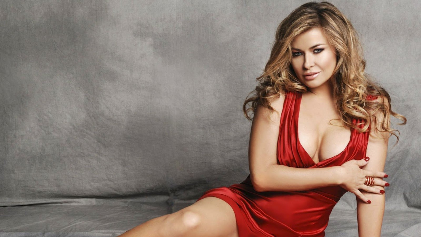 Celebrities and Hottest Women: Sexiest Photos & Videos
