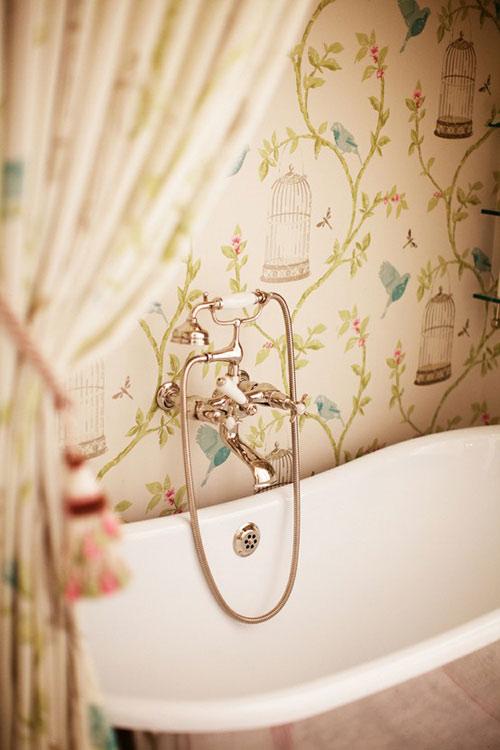 Wallpaper in the bathroom 500x750