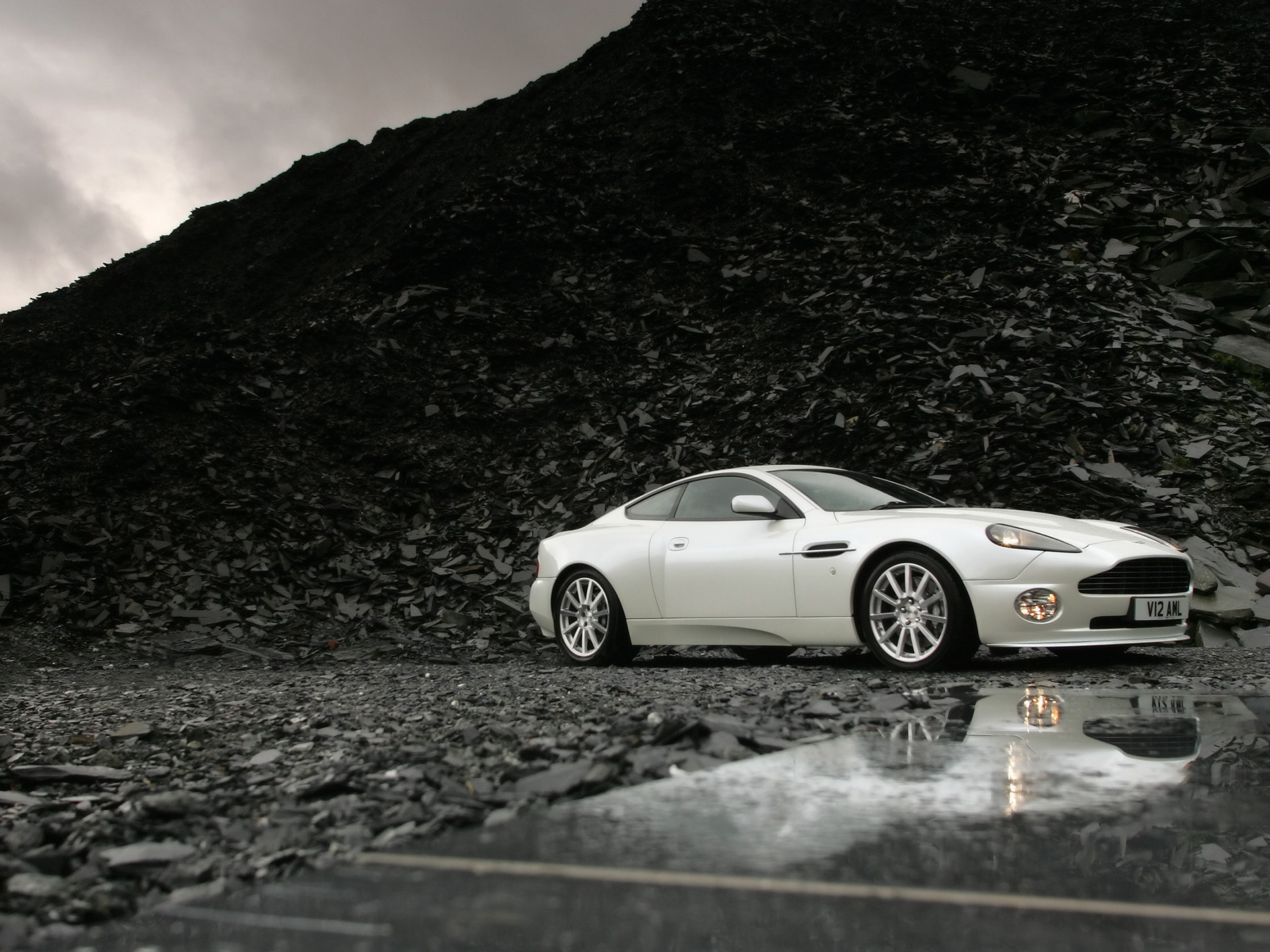 Aston Martin Vanquish HD Wallpaper Background Image 1920x1440 1920x1440