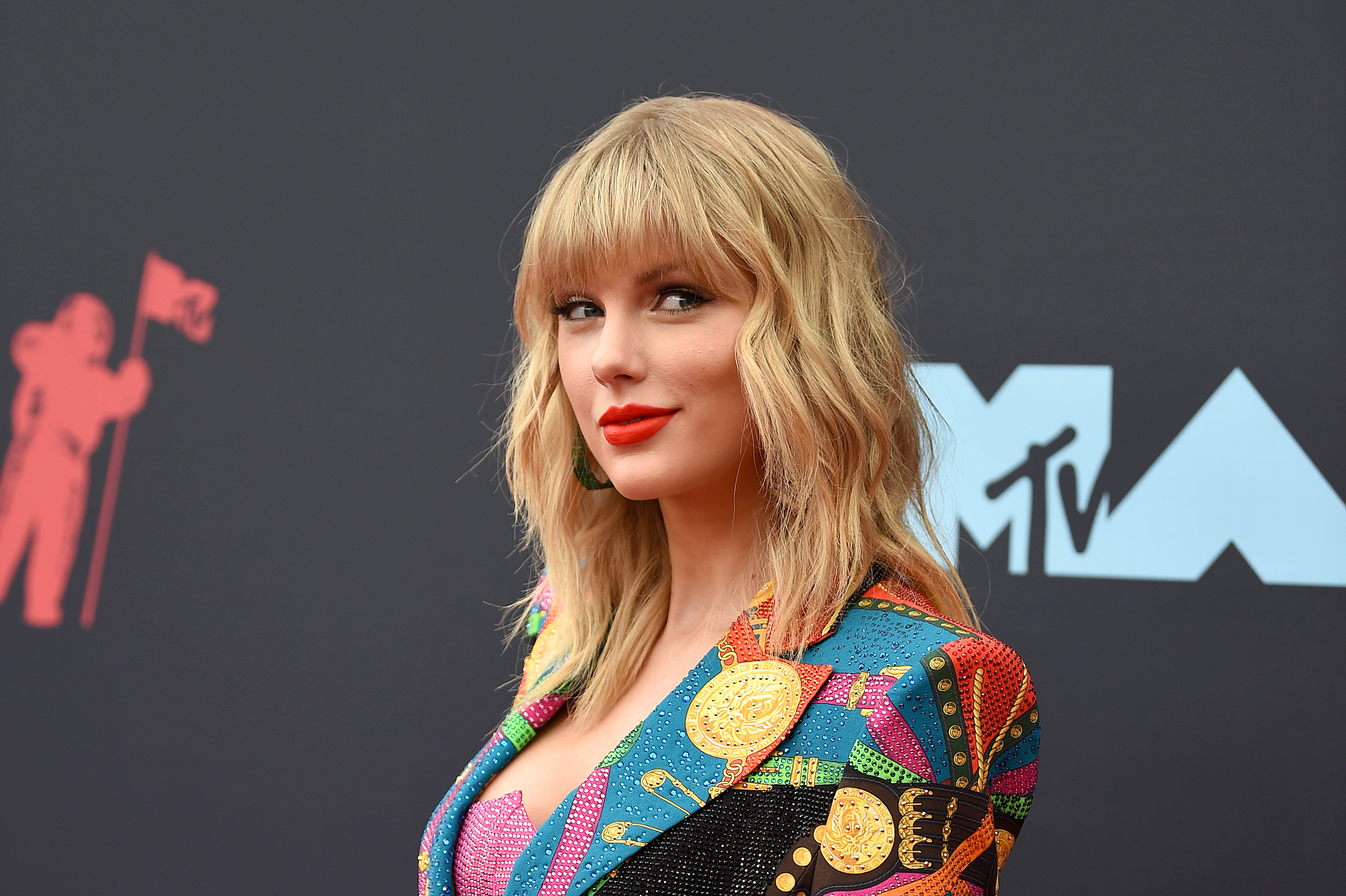 This Taylor Swift Fan Theory Suggests Folklore Is One Complete 6000x3993