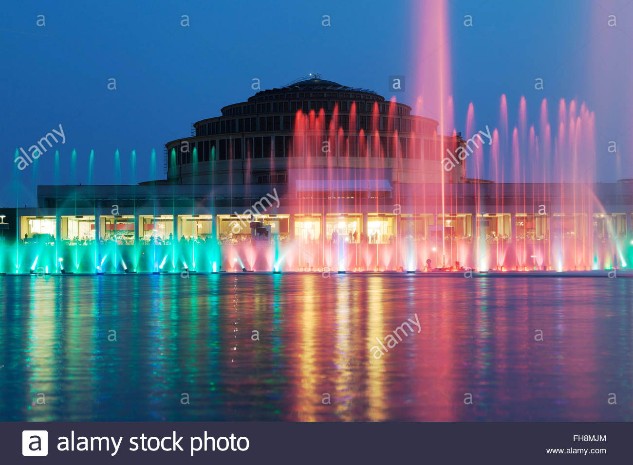 The Wroclaw Fountain with the Centennial Hall in the background 1300x956
