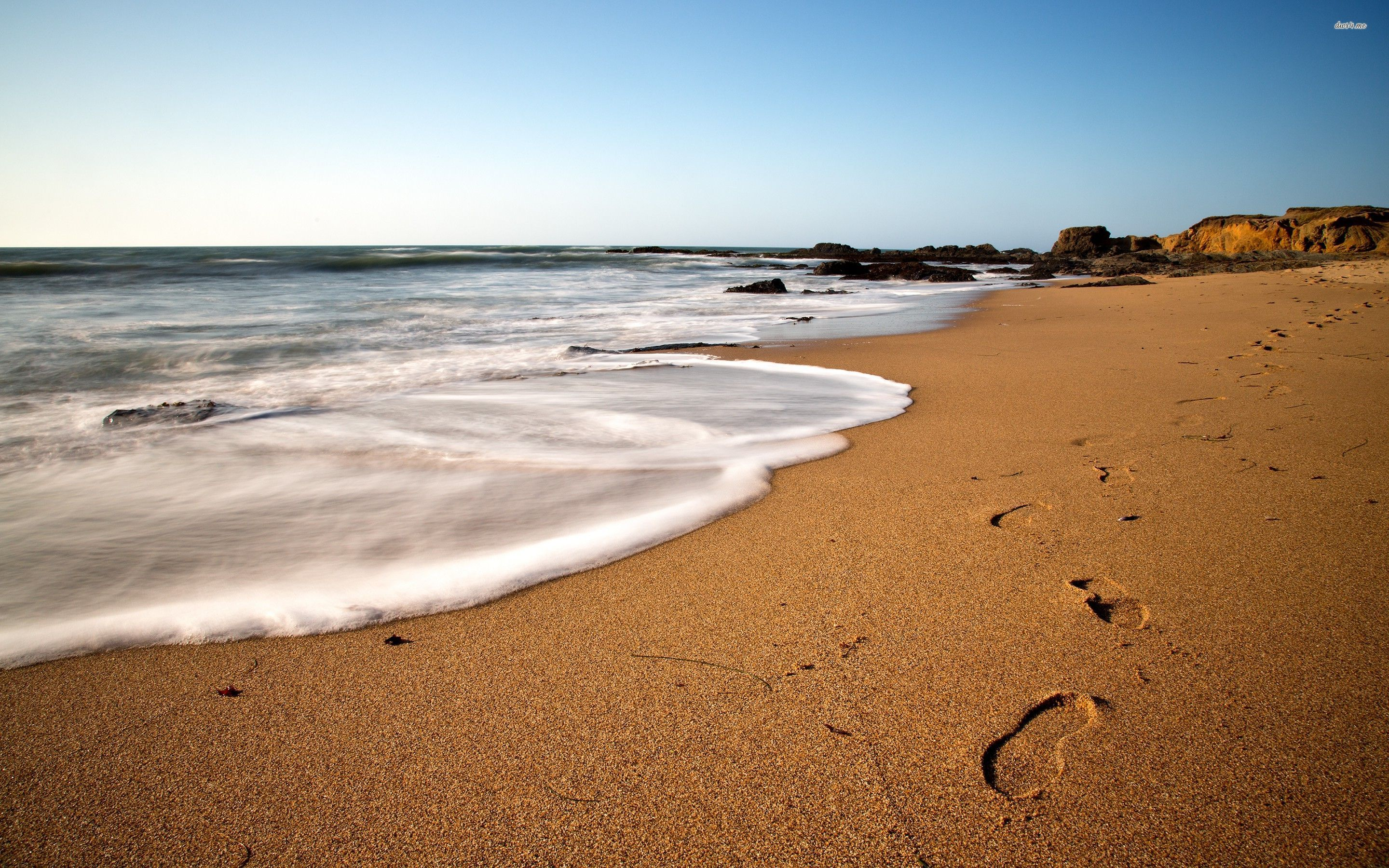 Footprints On The Beach wallpapers HD   458885 2880x1800