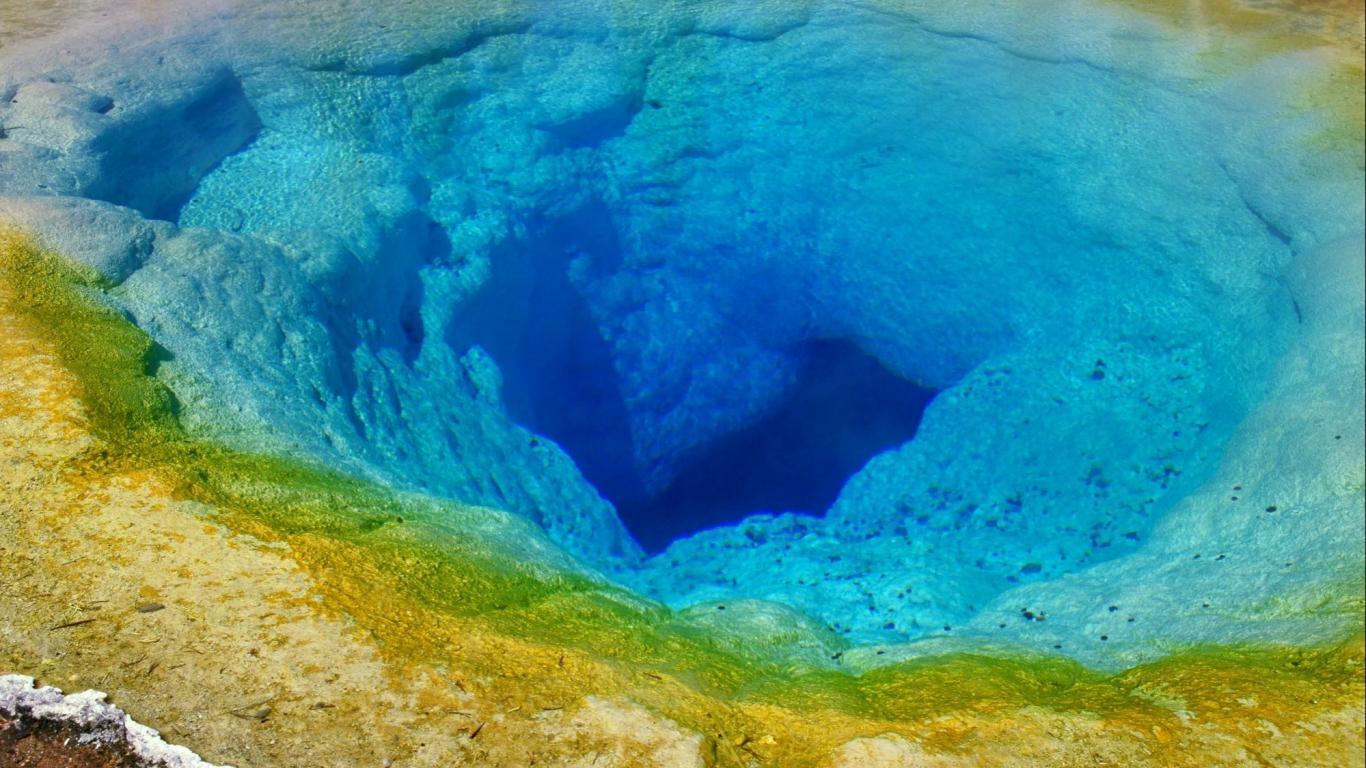 Morning glory wyoming yellowstone national park wallpaper 10095 1366x768
