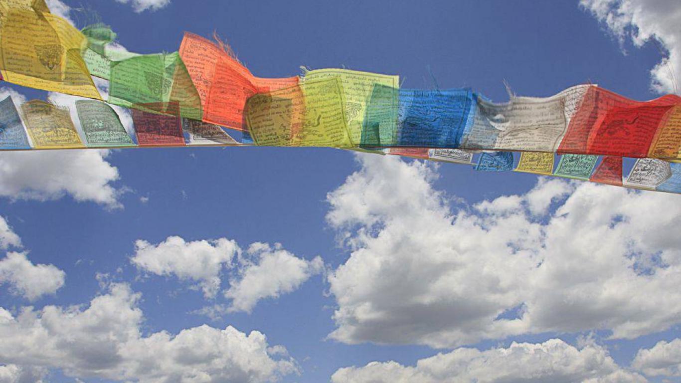 Tibetan flags shangri la1000 wallpaper HQ WALLPAPER   21586 1366x768