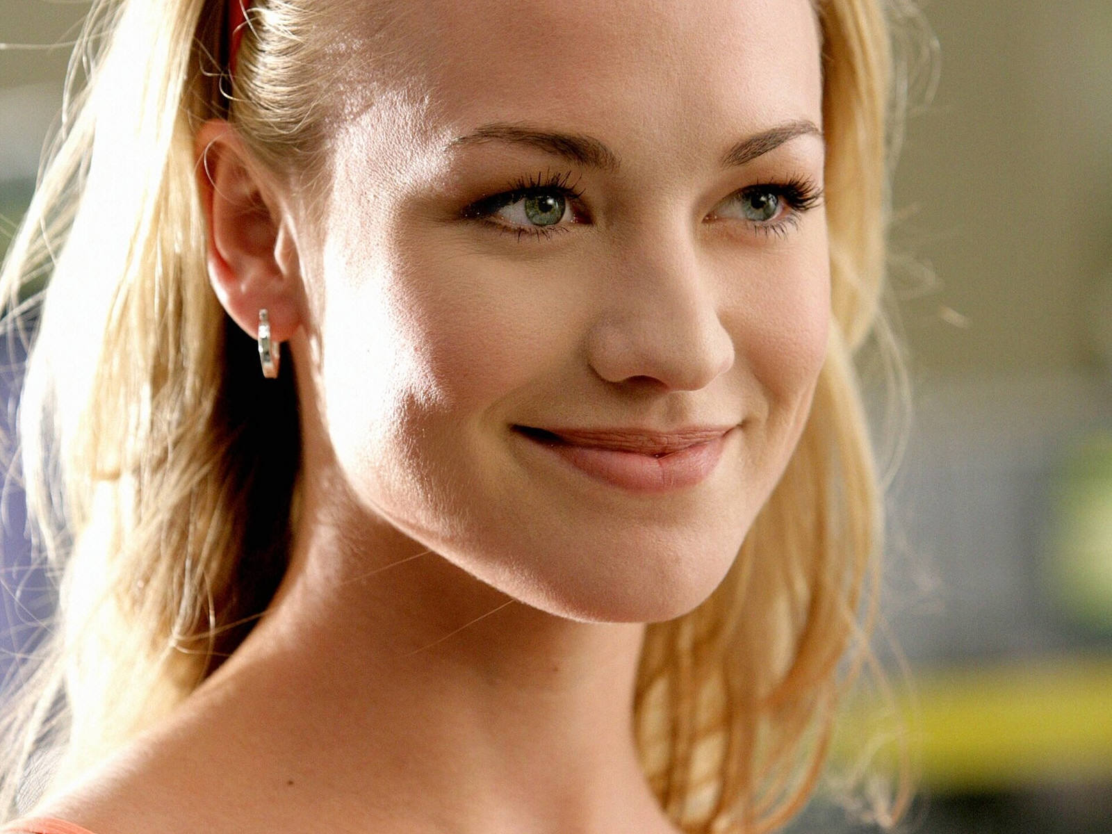 HD Yvonne Strahovski Wallpapers Full HD Pictures 1600x1200