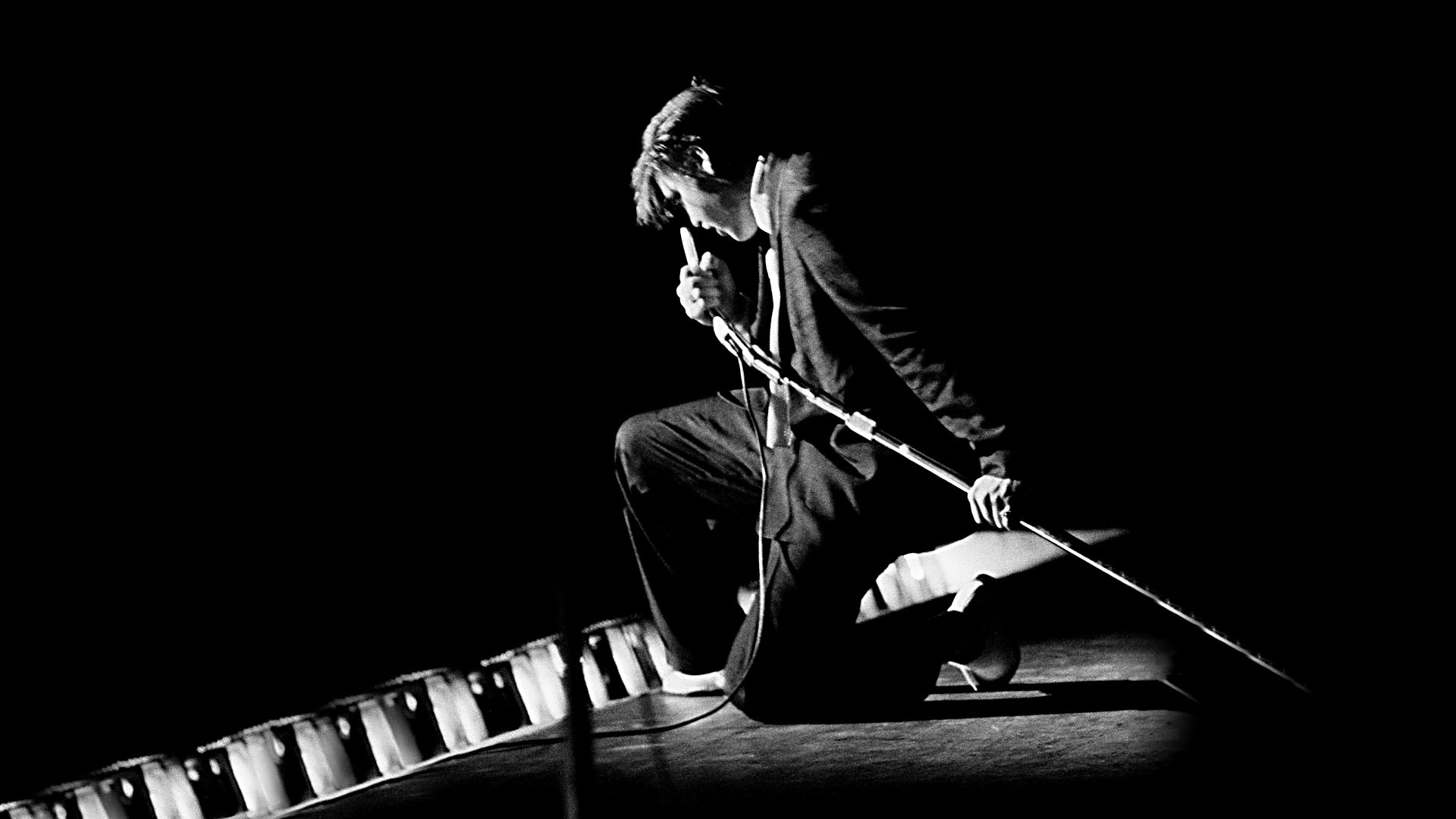 elvis%27 musical style%2C as a musician and impact as a vocalist and stage performer essay Elvis aaron presley (january 8, 1935 - august 16, 1977), often known simply as elvis and also called the king of rock 'n' roll or simply the king, was an american singer and actor.