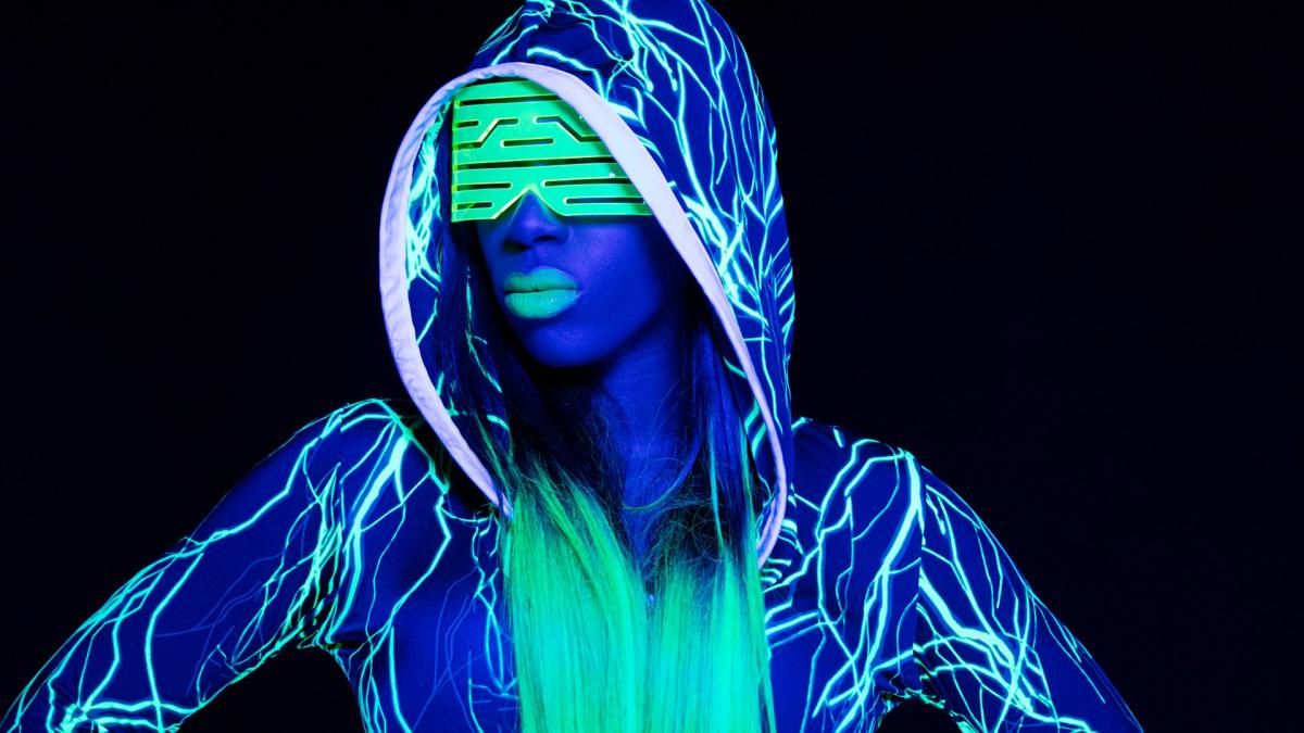 Naomi feels The Glow photos WWE 1200x675