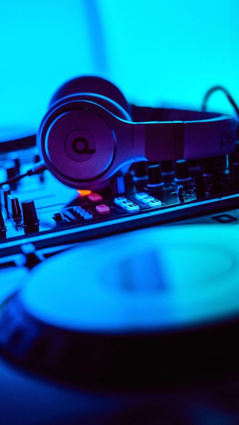 Download wallpaper 938x1668 dj headphones installation 938x1668