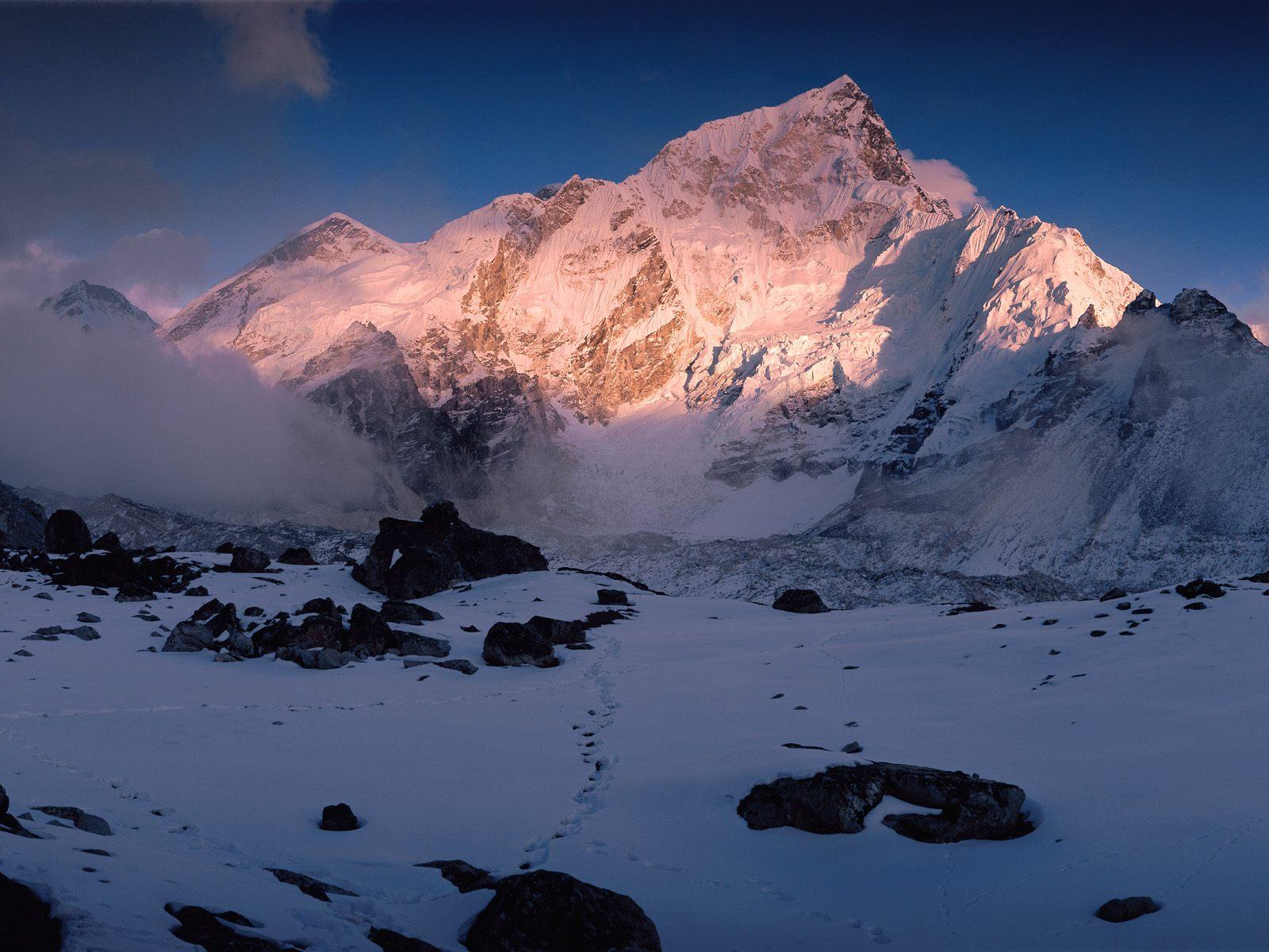 Description Himalaya Mountains Nepal Wallpaper is a hi res Wallpaper 1600x1200