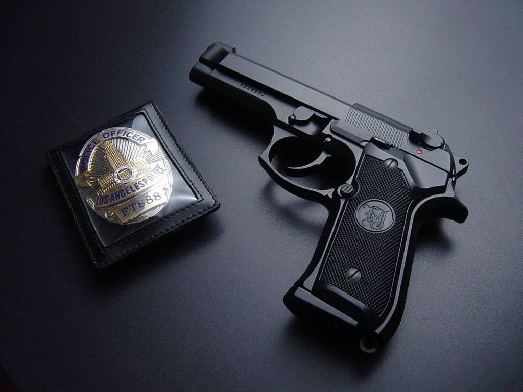 good condition mobiles in low rate: guns wallpaper