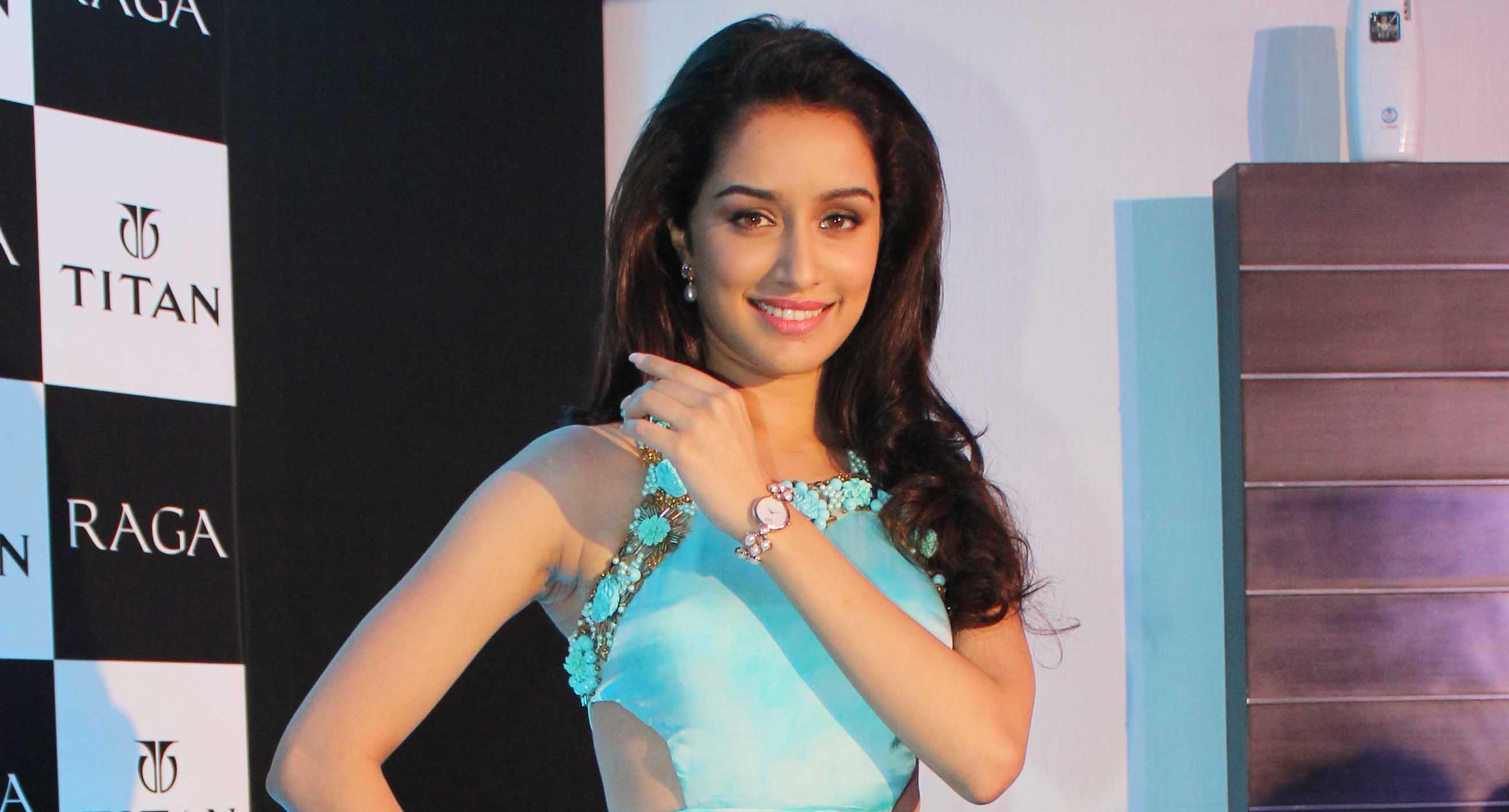Beautiful Shraddha Kapoor Smiling Face Background Hd Mobile 2628x1415