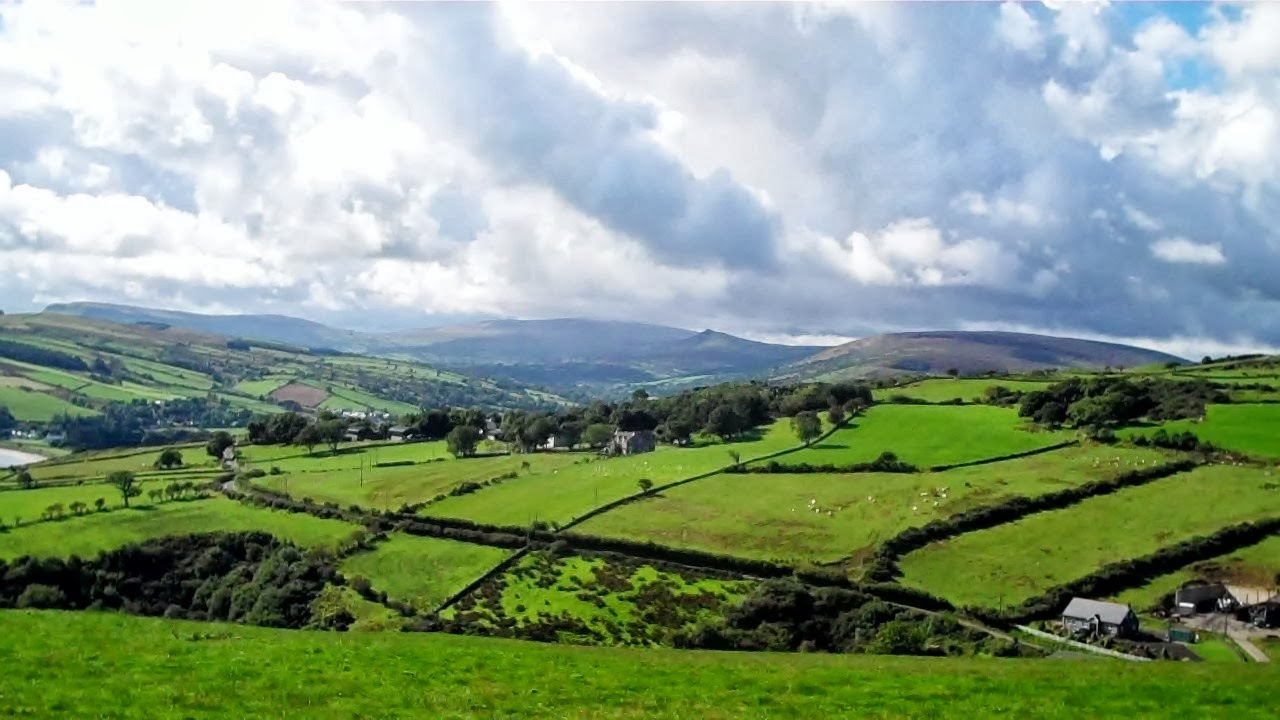 Ireland countryside wallpaper wallpapersafari for Countryside wallpaper for walls