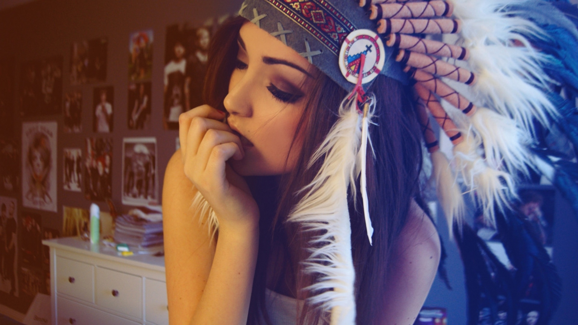 Wearing red indian colorful feathers hat   High Definition Wallpapers 1920x1080