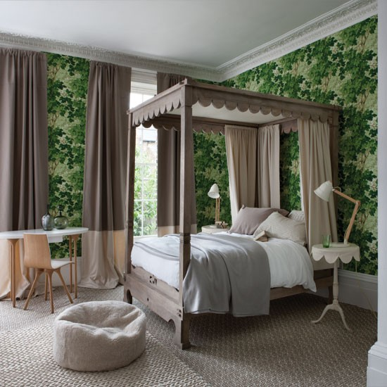 Forest green bedroom with four poster bed Bedroom decorating ideas 550x550