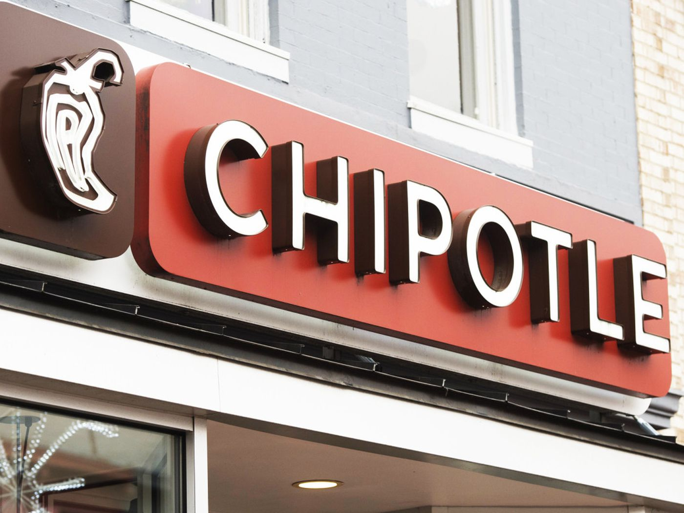 Gardena Woman Sues Chipotle Over Workplace Discrimination Charges 1400x1050