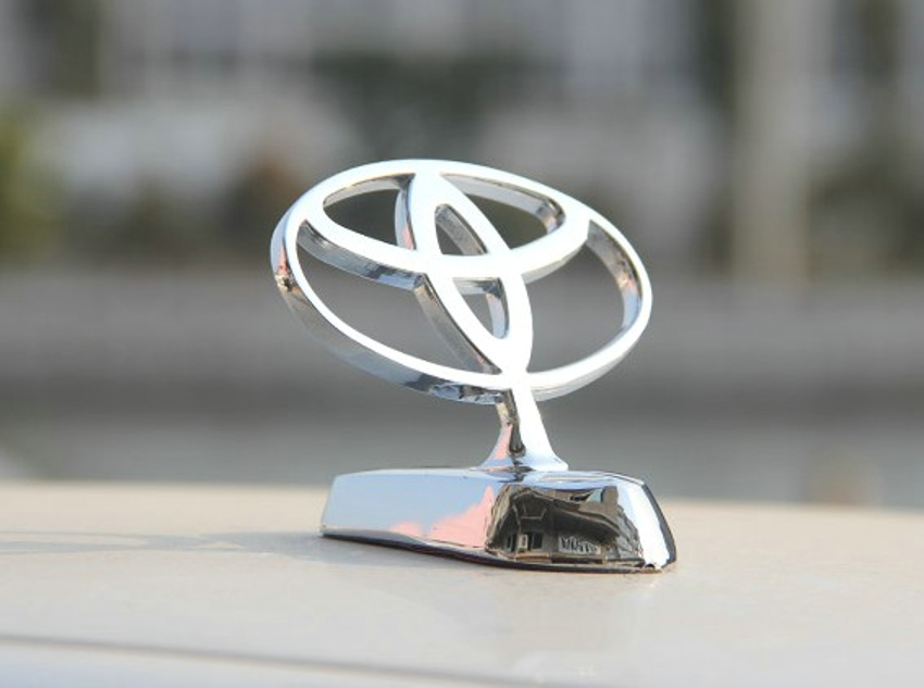 Metal Logo Front Hood Bonnet Emblem SILVER Badge for Toyota logo 850x633