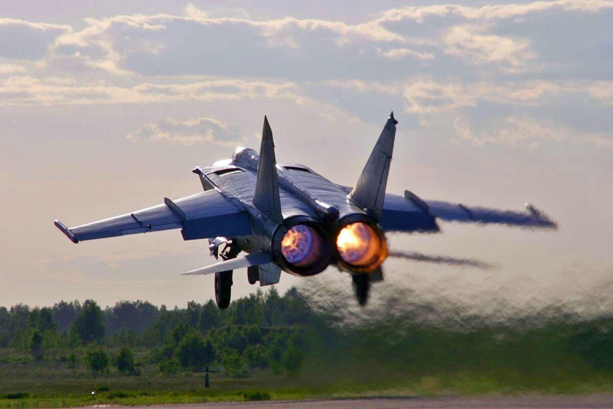 Mikoyan Gurevich MiG 25 Foxbat Air fighter Reconnaissance 1200x800