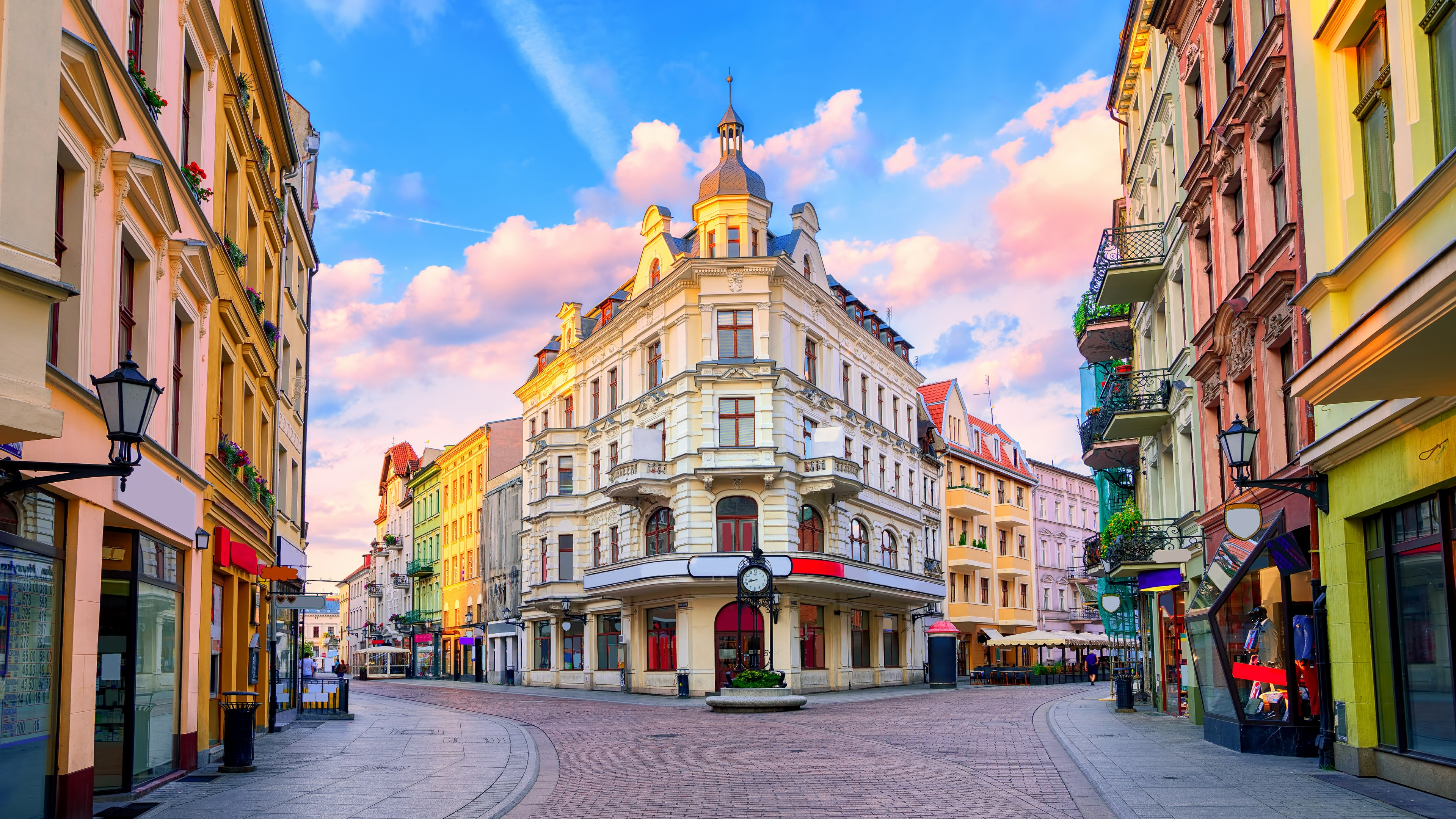 Empik Store In Toru Poland 4K UltraHD Wallpaper 3840x2160