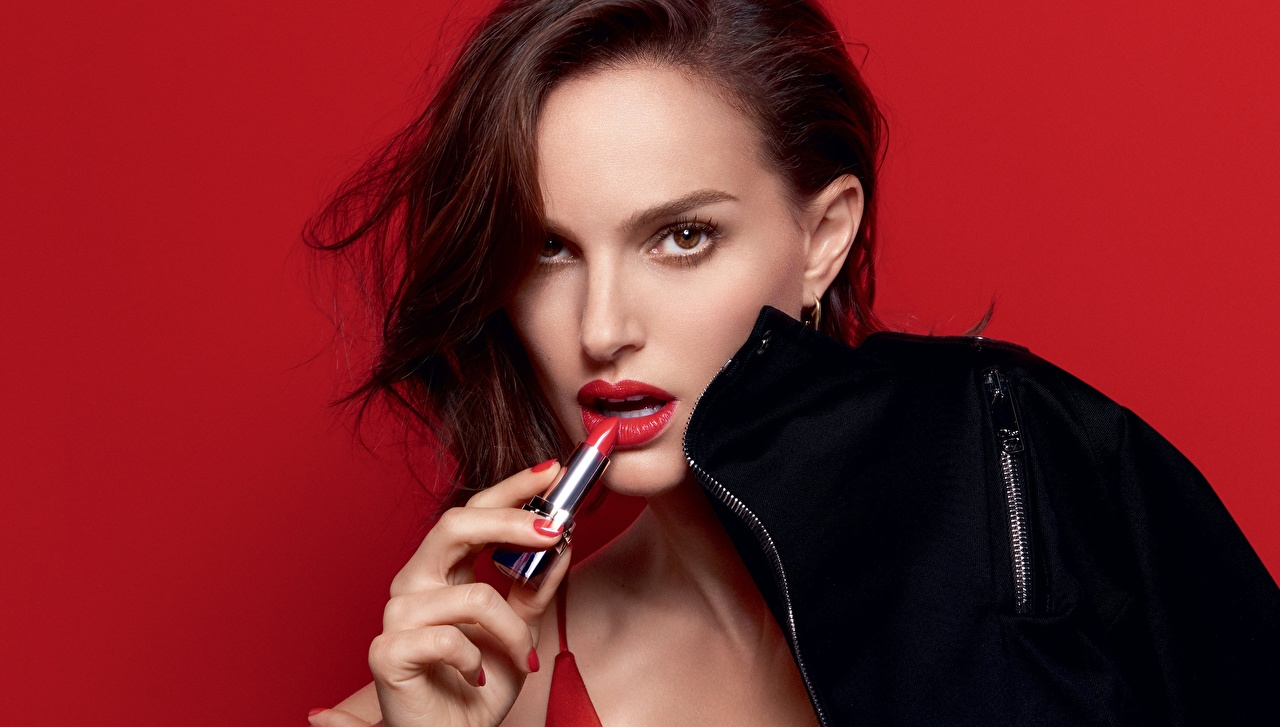 Wallpaper Natalie Portman Model Rouge Dior young woman Glance 1280x727