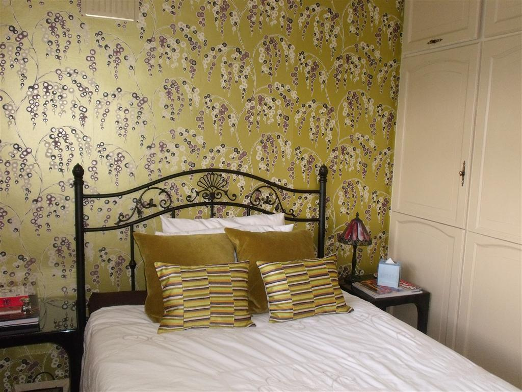 Free Download Yellow Bedroom Wallpaper Feature Wall Bold Pattern Gold 1024x768 For Your Desktop Mobile Tablet Explore 49 Bedroom Wallpaper Gold Gold And Silver Wallpaper Gold Wallpaper Gold And