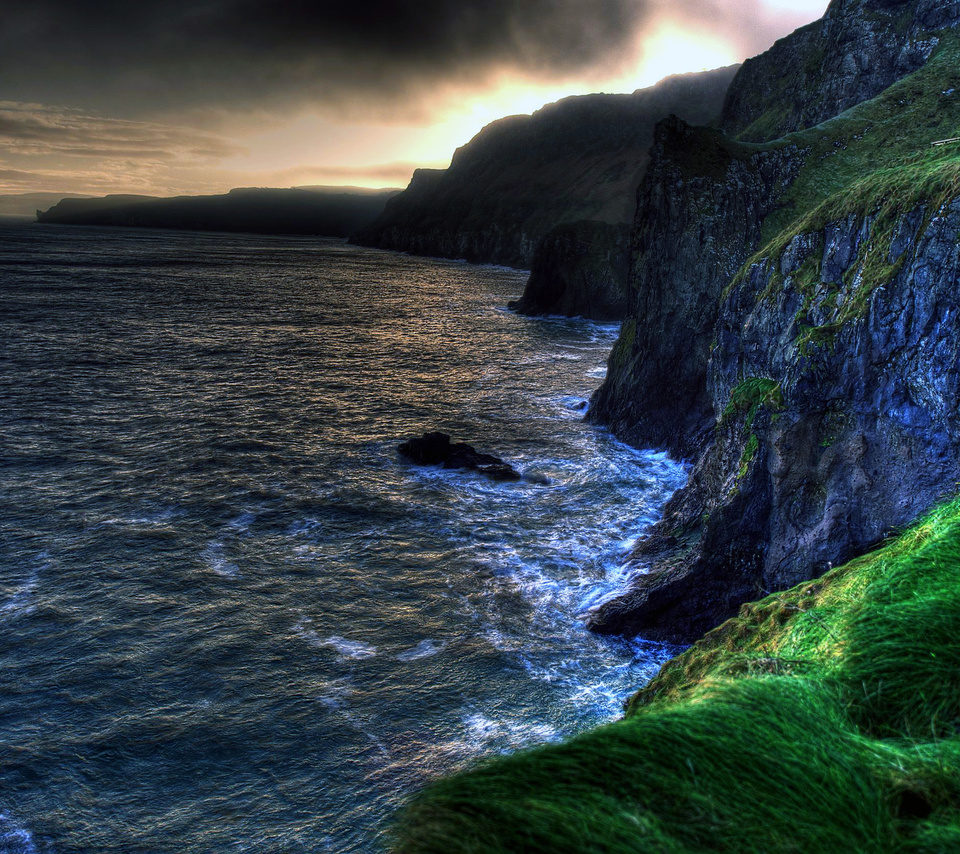 The wallpaper of amazing coastline of Ballintoy in 960x854