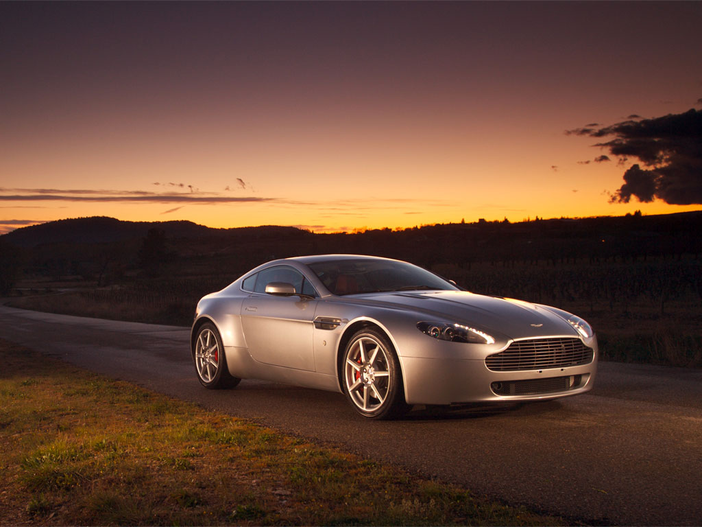Aston Martin Vantage Wallpaper 2 1024 x 768 Car Walls 1024x768