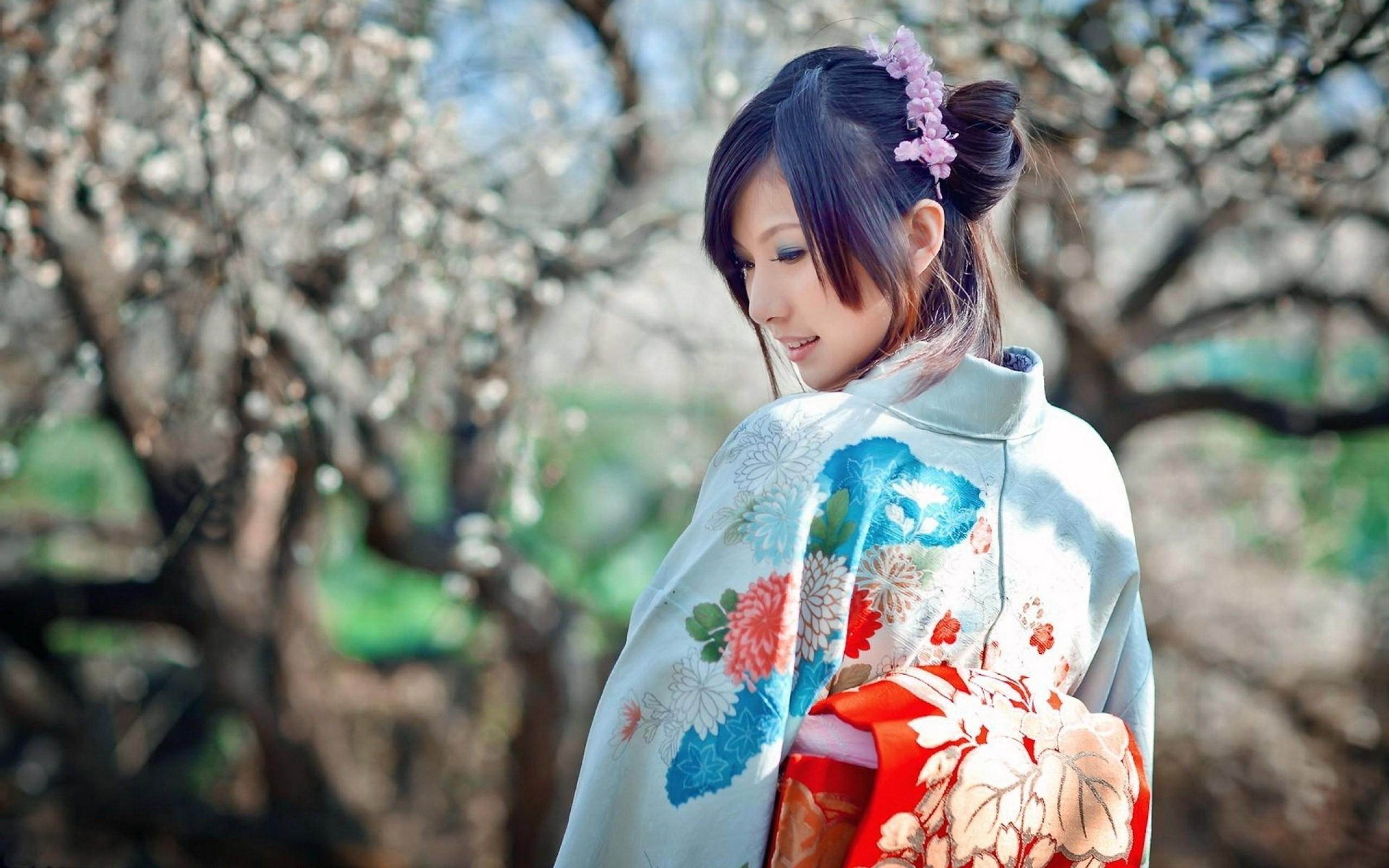 women Japan cherry blossoms dress Sakura japanese kimono 2560x1600
