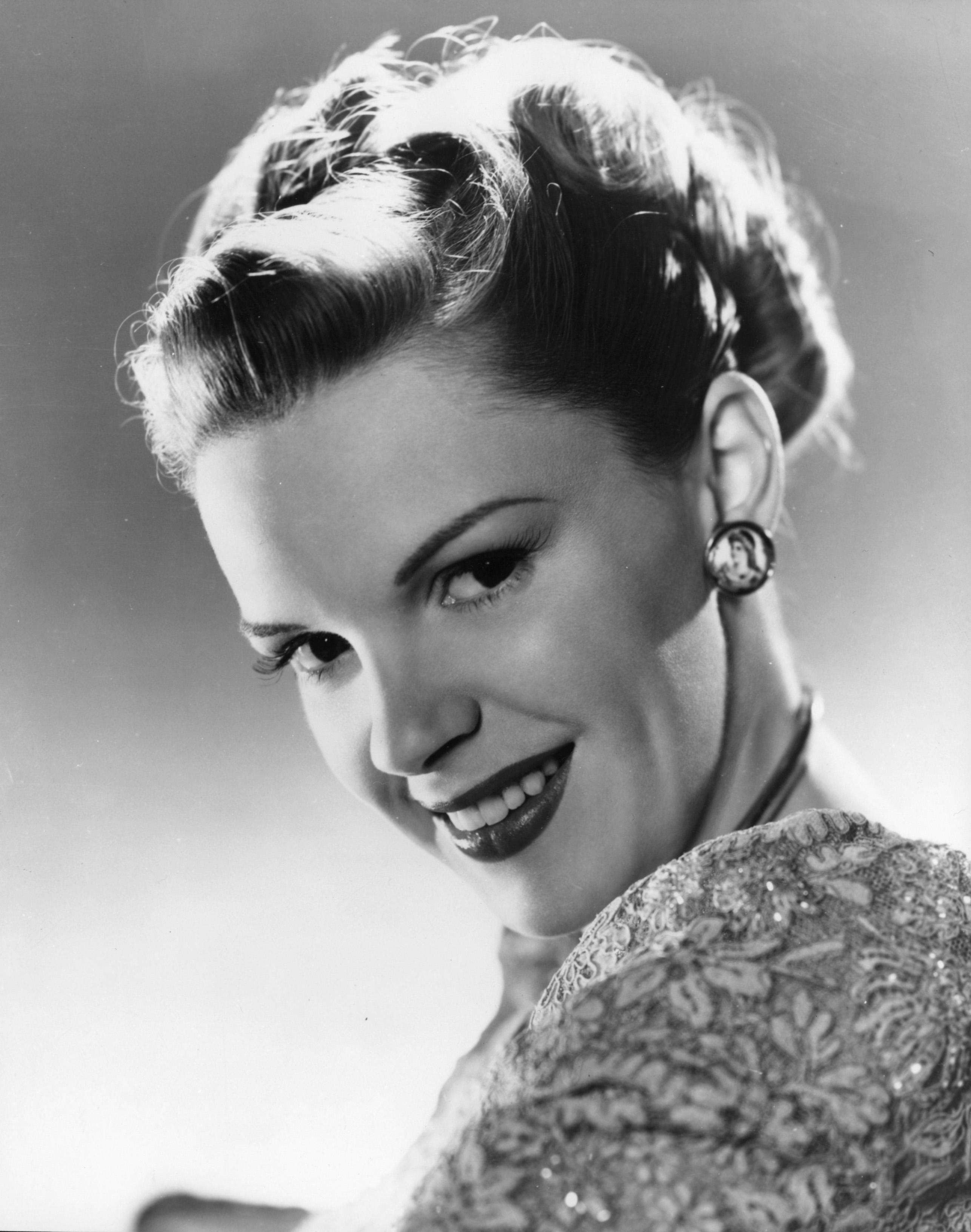 31 Best HD Judy Garland Wallpapers feelgrPH 2573x3264