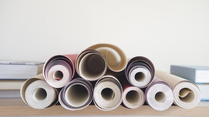 What is the size of a roll of wallpaper 700x394