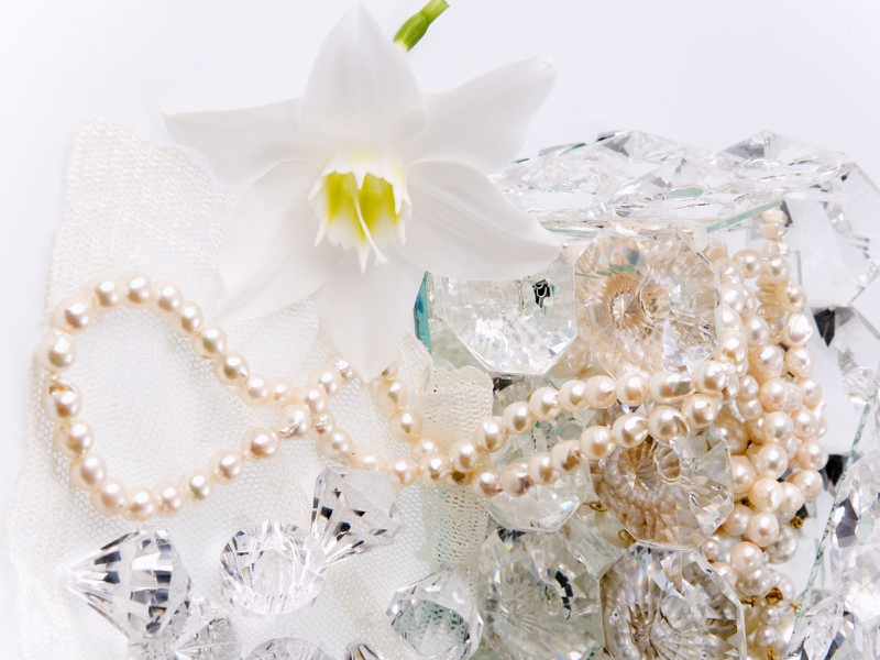 Diamonds and Pearls Abstract Photography HD Desktop Wallpaper 800x600